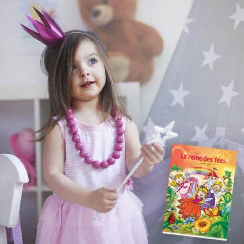 livre de fées à son prénom et fillette déguisée