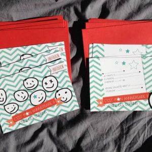 carton invitation anniversaire enfant colori noir vert et rouge avec enveloppe