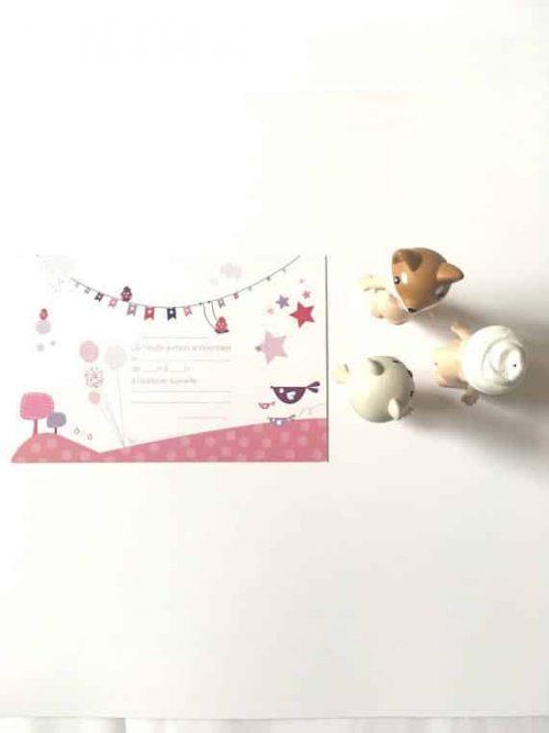 carte rose avec motifs de fête pour invitation anniversaire enfant