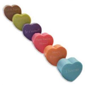 coloris de savons en forme de coeur avec un message personnalisé