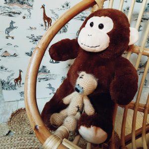 peluche singe et son doudou