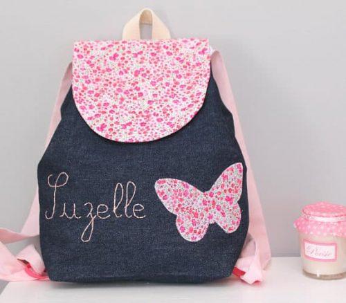 sac à dos enfant larges bretelles personnalisé au prénom de l'enfant pour la maternelle dans les tons rose