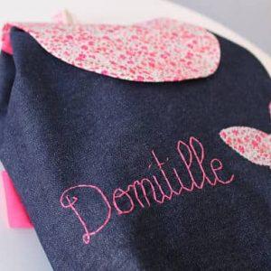 sac à dos larges bretelles personnalisé au prénom de l'enfant pour la maternelle dans les tons rose