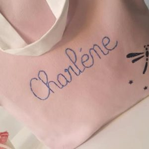 sac en coton rose fait main avec le prénom Charlène et motif libellule