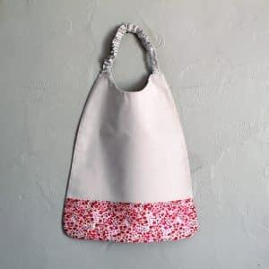 serviette de table blanche et rose pour enfant