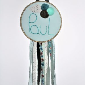 attrape rêve bleu clair et prénom paul avec ponpon