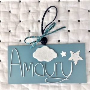 amaury sur fond bleu étoiles