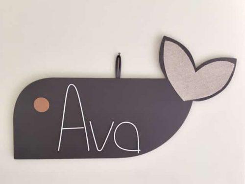 baleine en bois peint prénom ava