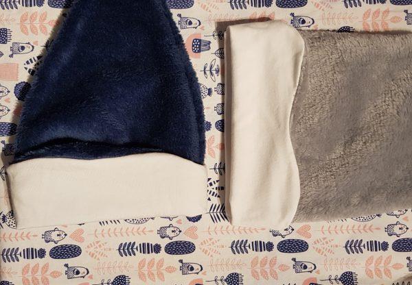 tissu rose et bleu pour bonnet bébé personnalisé