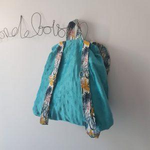derrière d'un sac à dos enfant pour la maternelle couleur bleue